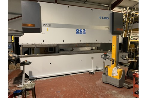LVD - PPEB 220 ton x 6100mm 8 axis
